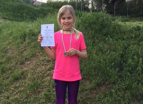 Simák Viki ezüstérmes a kerületi mezei bajnokságon!